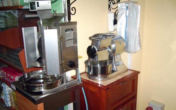 Fornitura attrezzature di ultima generazione per rosticceria