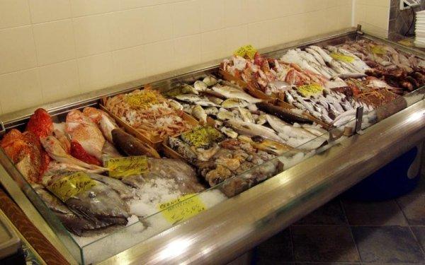 Pescheria: manutenzione piano refrigerato pesce