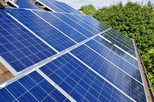 dei pannelli solari azzurri