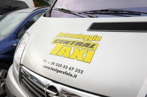 Taxi and minibus hire