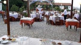 Sala esterna al ristorante La Vela- Messina