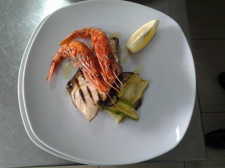 Piatti a base di pesce e gamberoni a Messina- La vela