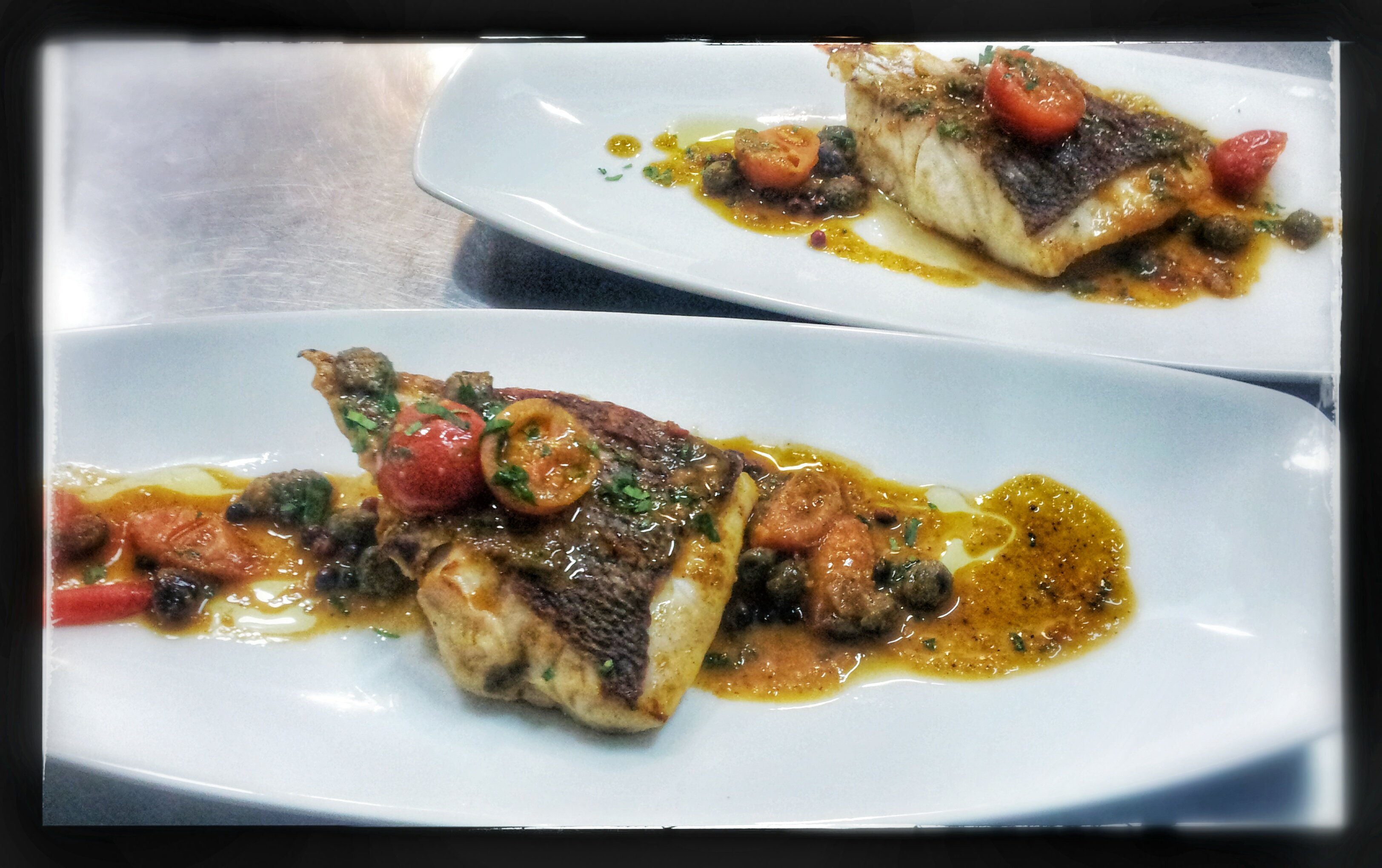 piatto con pesce al pomodorino- il ristorante la vela- messina