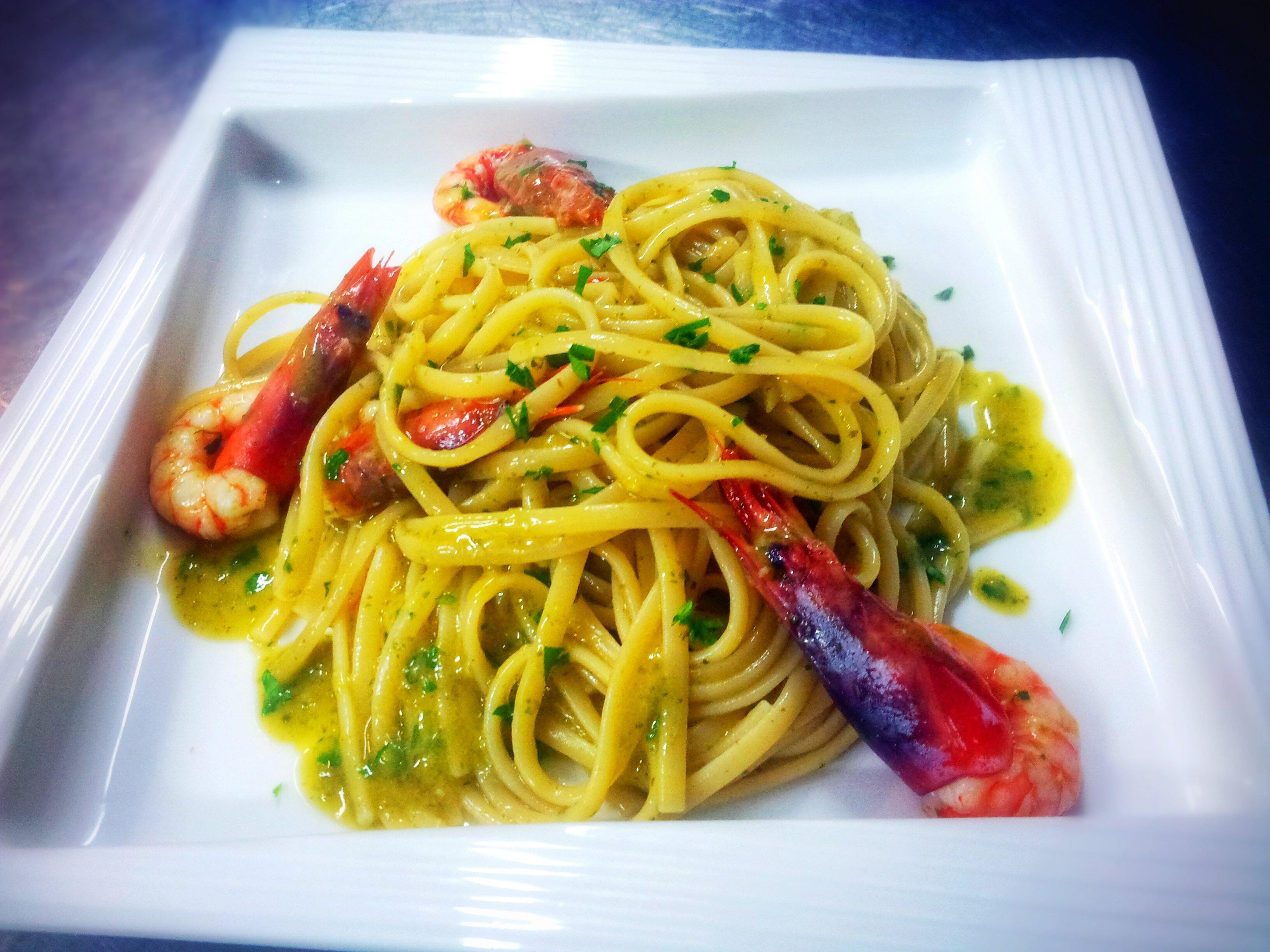 spaghetti con gamberoni - il ristorante la vela- messina