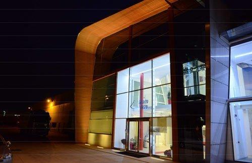 Le vetrate dell'edificio Veneto vetro durante la notte