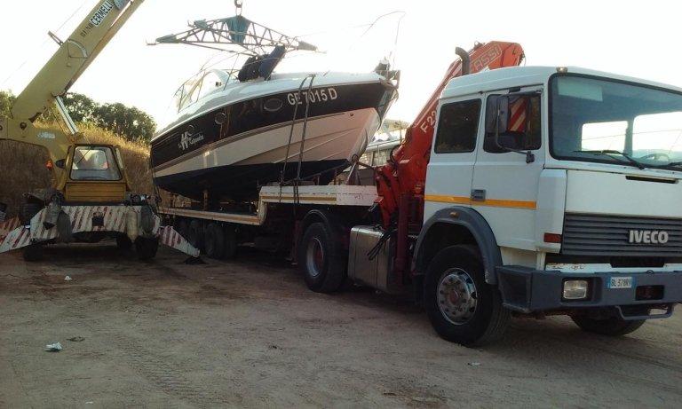 barca su un camion
