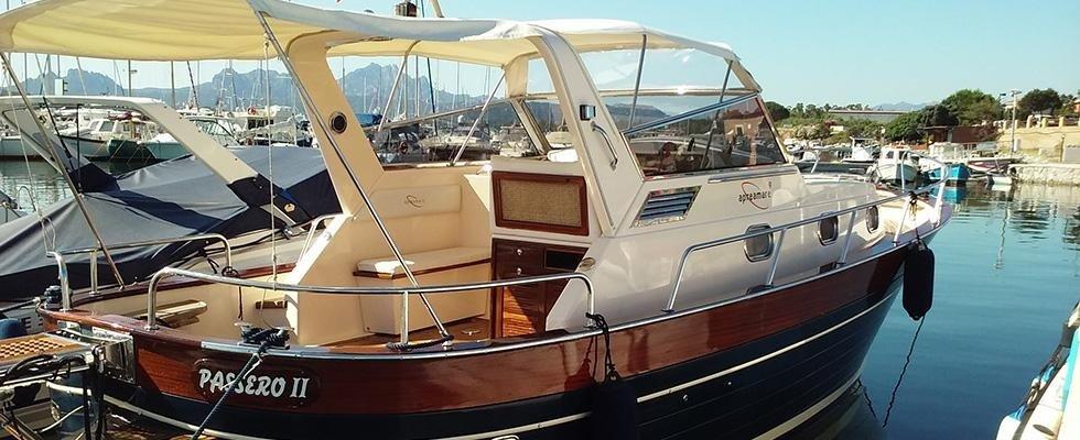 yacht sportivo in acqua