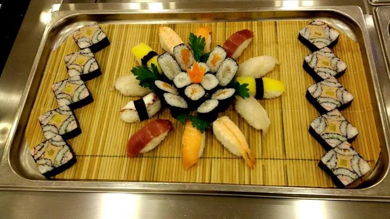 Sushi con sashimi e uramaki a Palermo