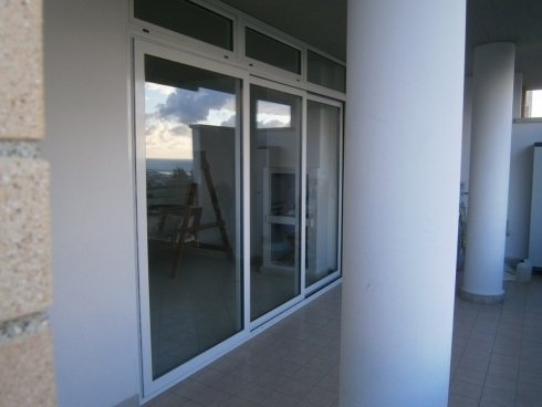 Porta finestra a vetri scorrevole, in alluminio