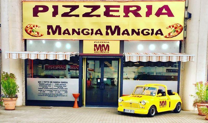 vista frontale entrata pizzeria Mangia Mangia