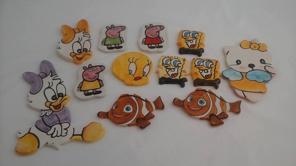 delle miniature in ceramica di Paperina,Peppa Pig e altri personaggi