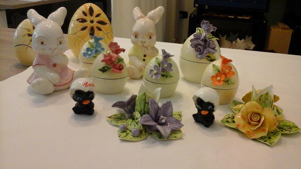 delle creazioni in porcellana di Calimero, dei conigli e altri tipi