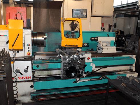 La BMT si avvale di un tornio parallelo tradizionale 200x1500.