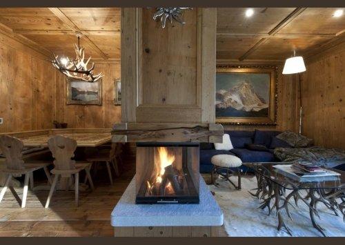 una sala in legno con un caminetto moderno