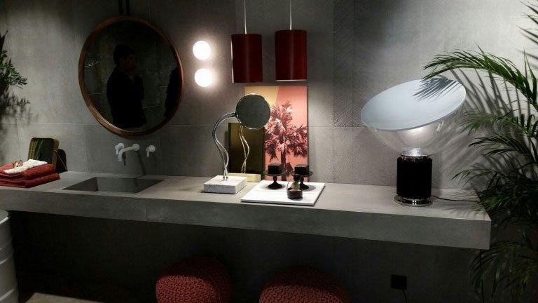 arredamenti da bagno in uno showroom