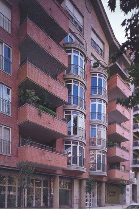 Infissi di finestre dall'esterno di forma tondeggiante