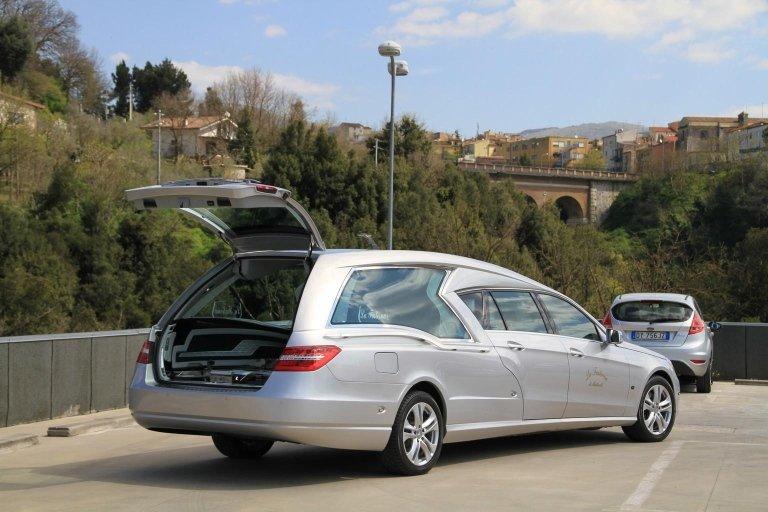 limousine adibito a carro funebre 2