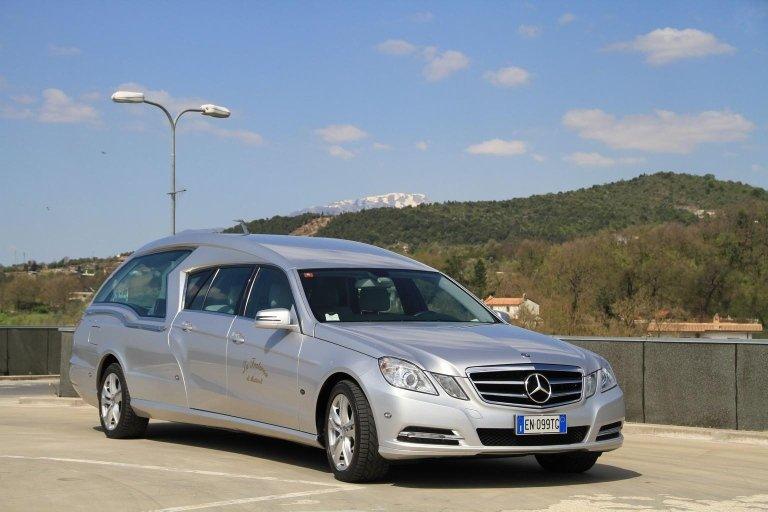 limousine adibito a carro funebre 3
