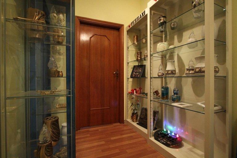 esposizione di accessori per onoranze funebri