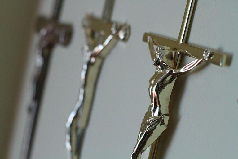 selezione di croci in argento