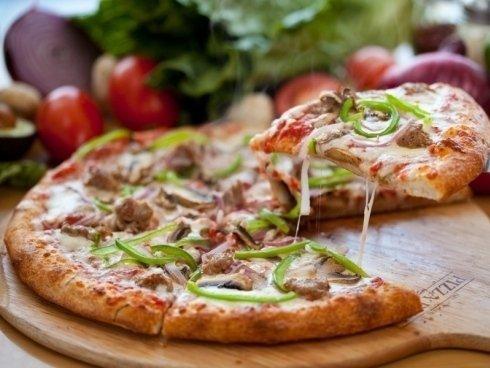 ristorante pizzeria con ampia varietà di pizze