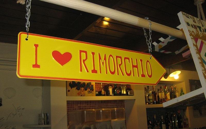 Un cartello con scritto I love Rimorchio