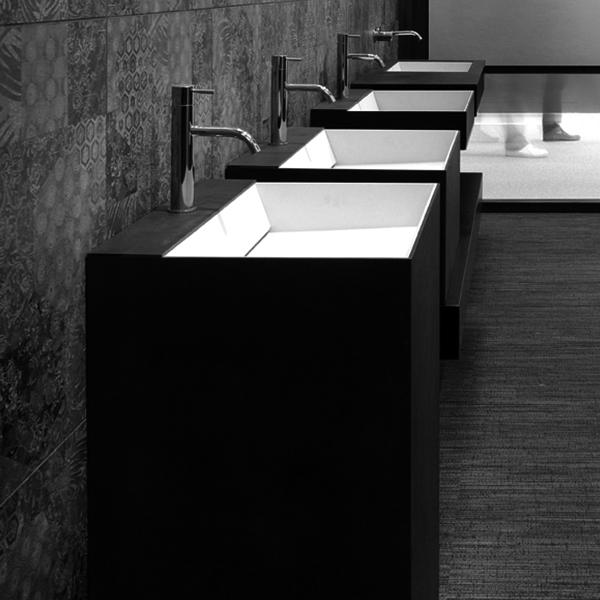una serie di lavabi