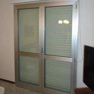 Porta di sicurezza di doppio foglio di acciaio e vetro