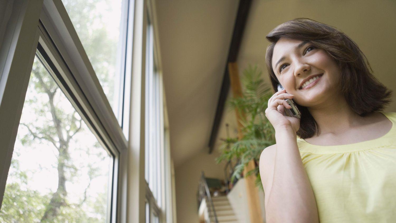 Woman calling for expert glaziers in Orange Beach, AL