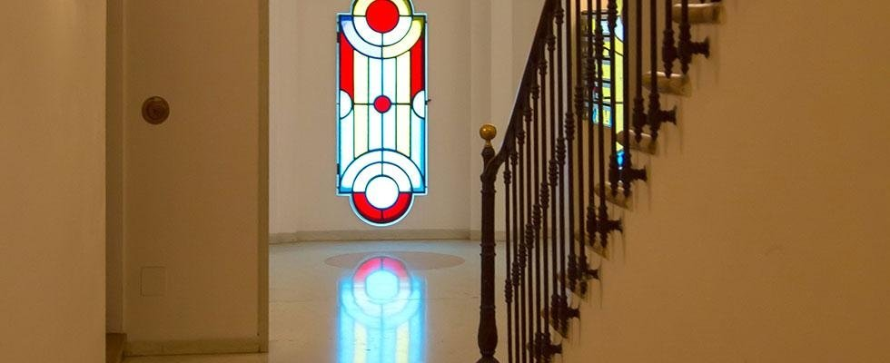 scalinata e dettaglio finestra dello studio legale