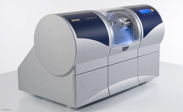 Computergesteuerte Fräsmaschine zur Herstellung von Inlays, Kronen und Zahnbrücken aus Keramik