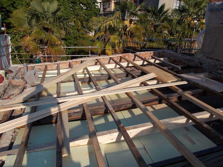 processo di rifacimento di un tetto