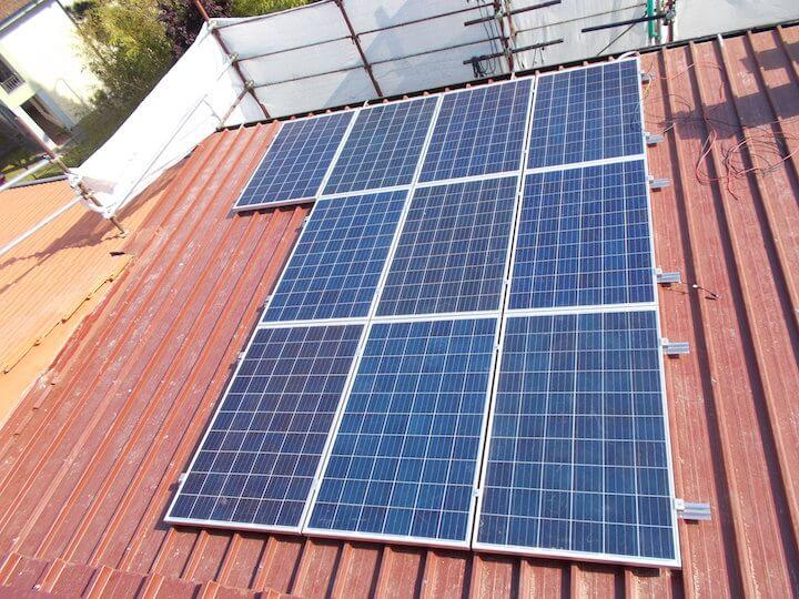 10 pannelli solari installati sul tetto