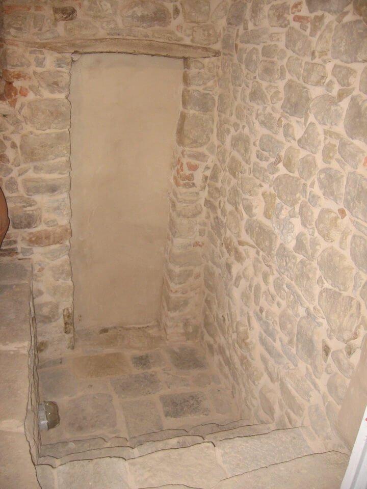muro di pietra interno