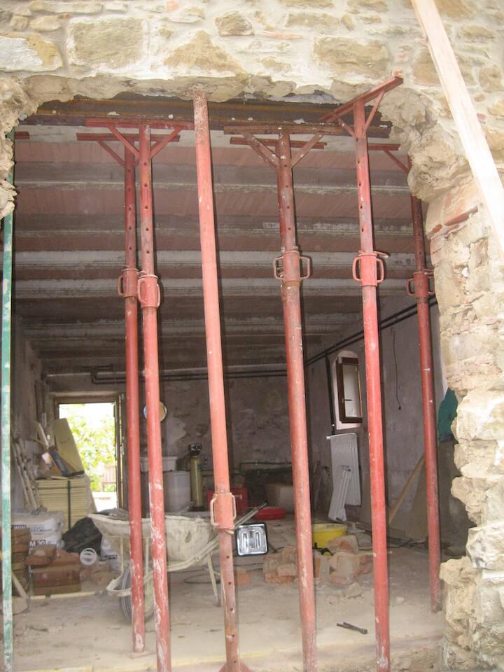 palificazione in alluminio all interno della casa