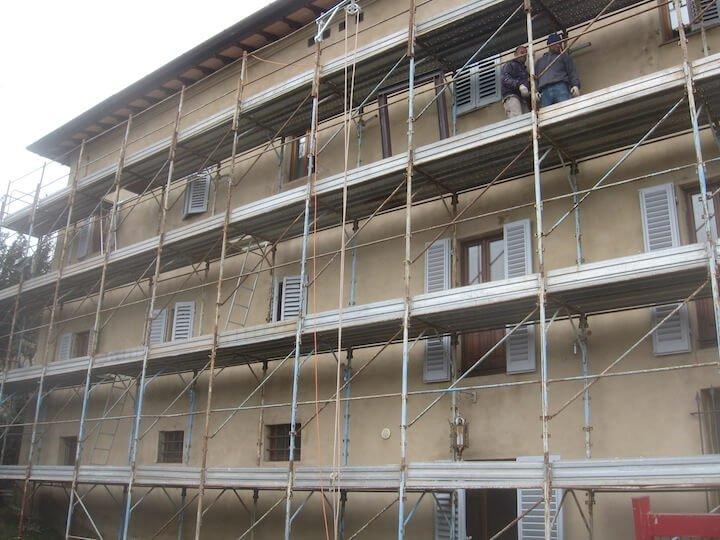 facciata di una casa sotto costruzione