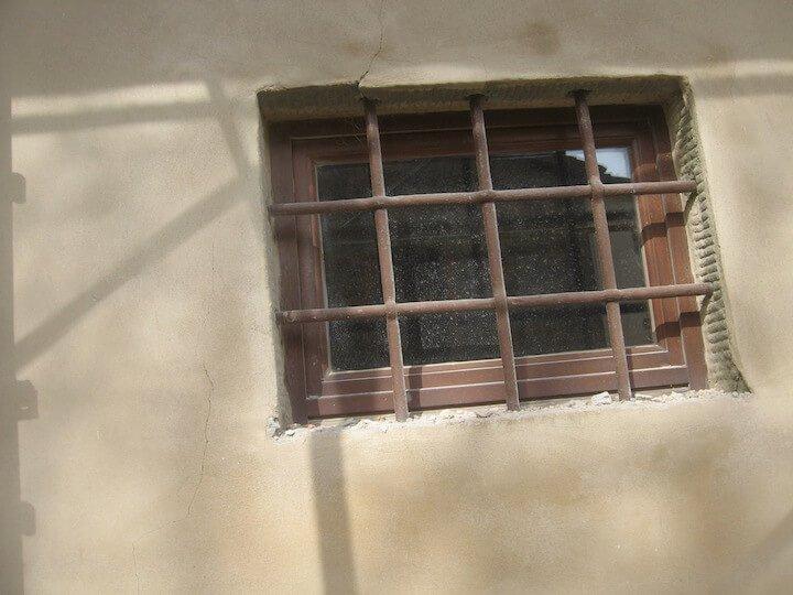 una finestra recintata