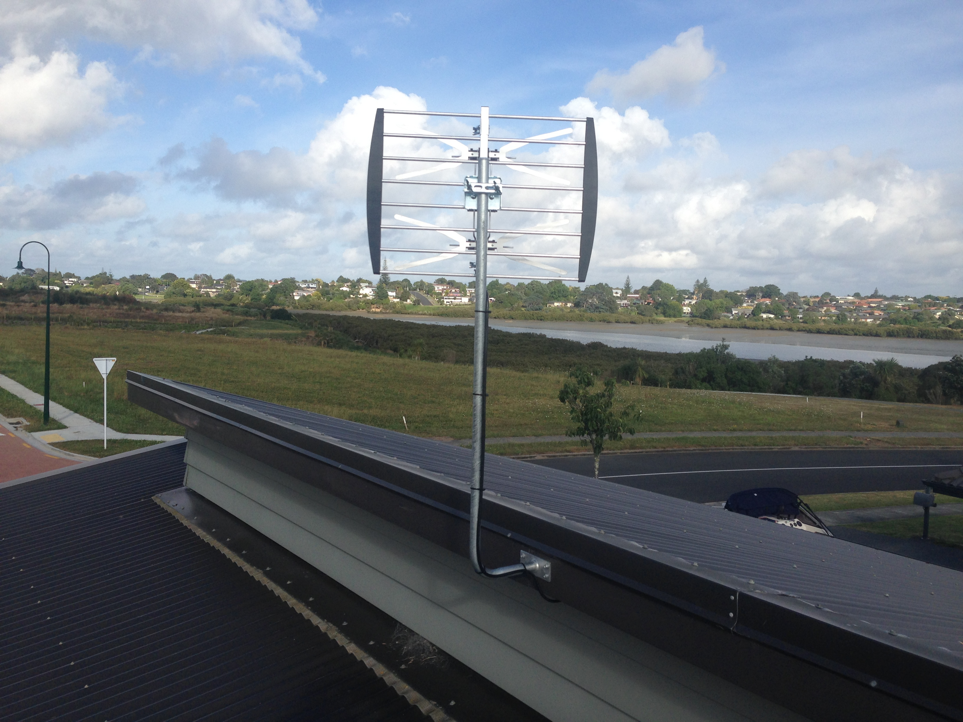 TV home reception aerial, with addictional mounted UHF plugin antenna to improve UHF signals