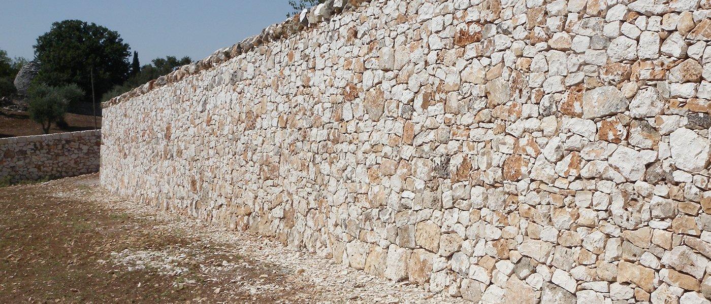 muro in pietra esterno