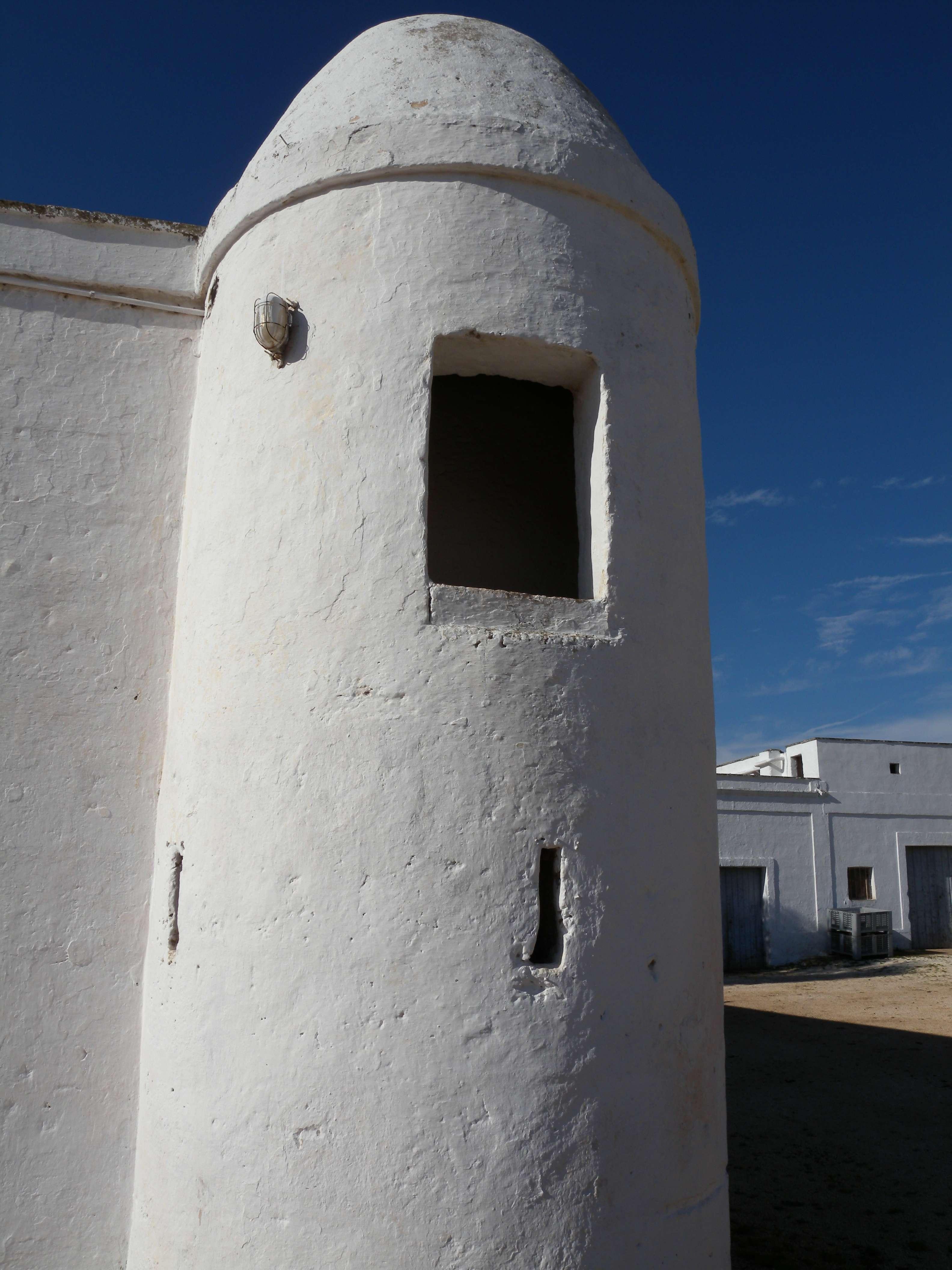 muro circolare bianco di un'abitazione