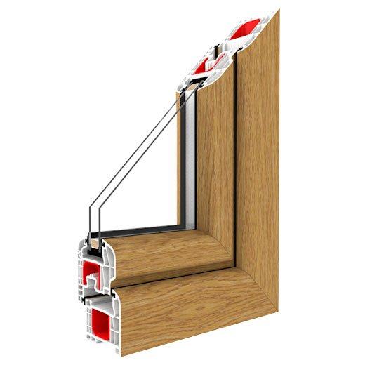 rifinitura a L in legno classico di una finestra