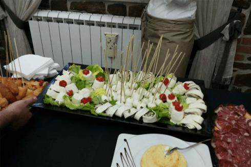 Roll di formaggio, carne e insalata