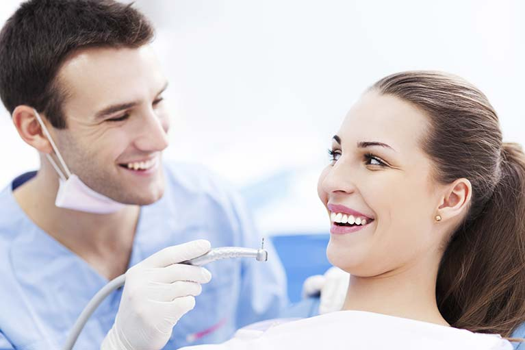 happy-patient-with-dentist