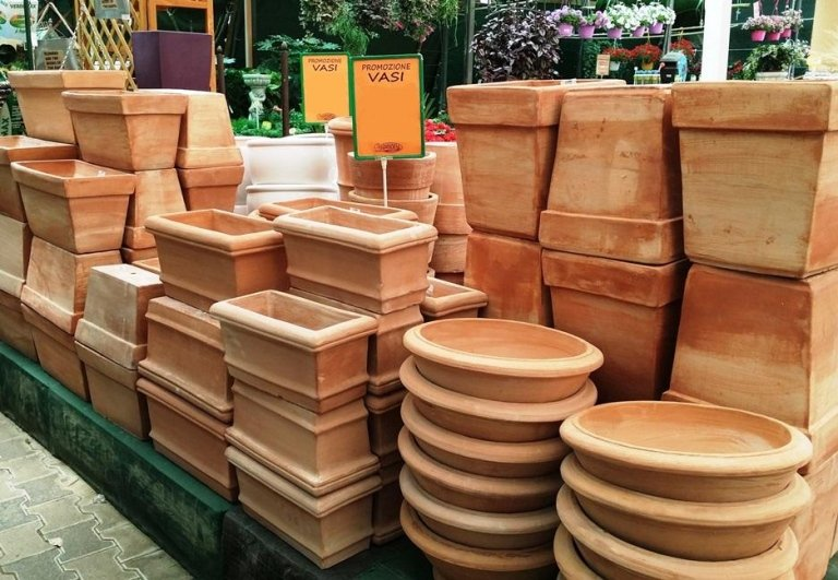 vasi in terracotta fatta a mano