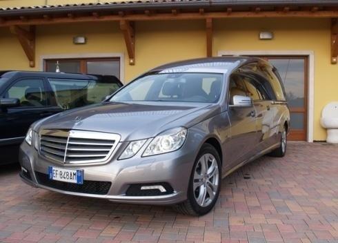 Carro funebre Mercedes