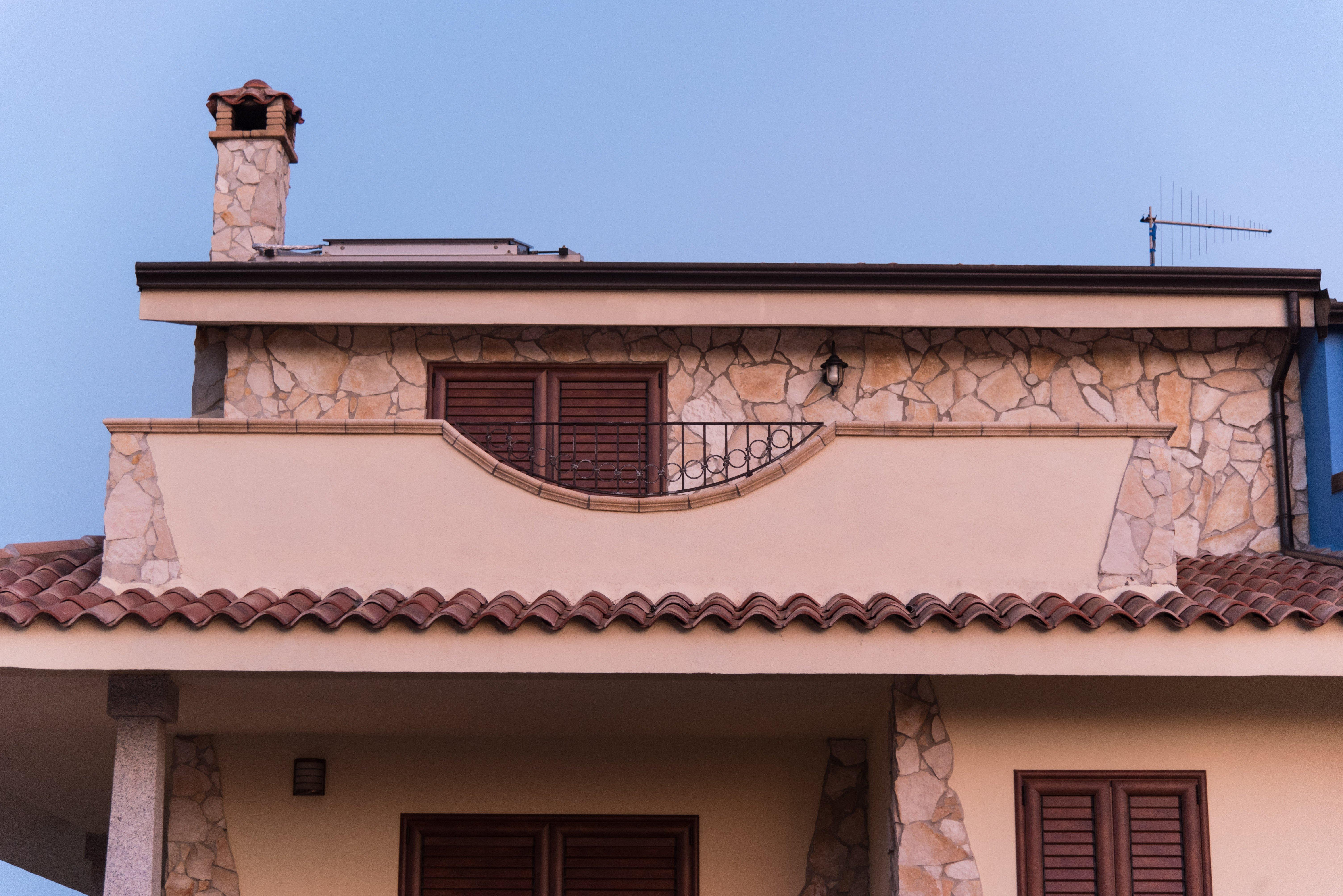 lavori esterni in pietra per una villa