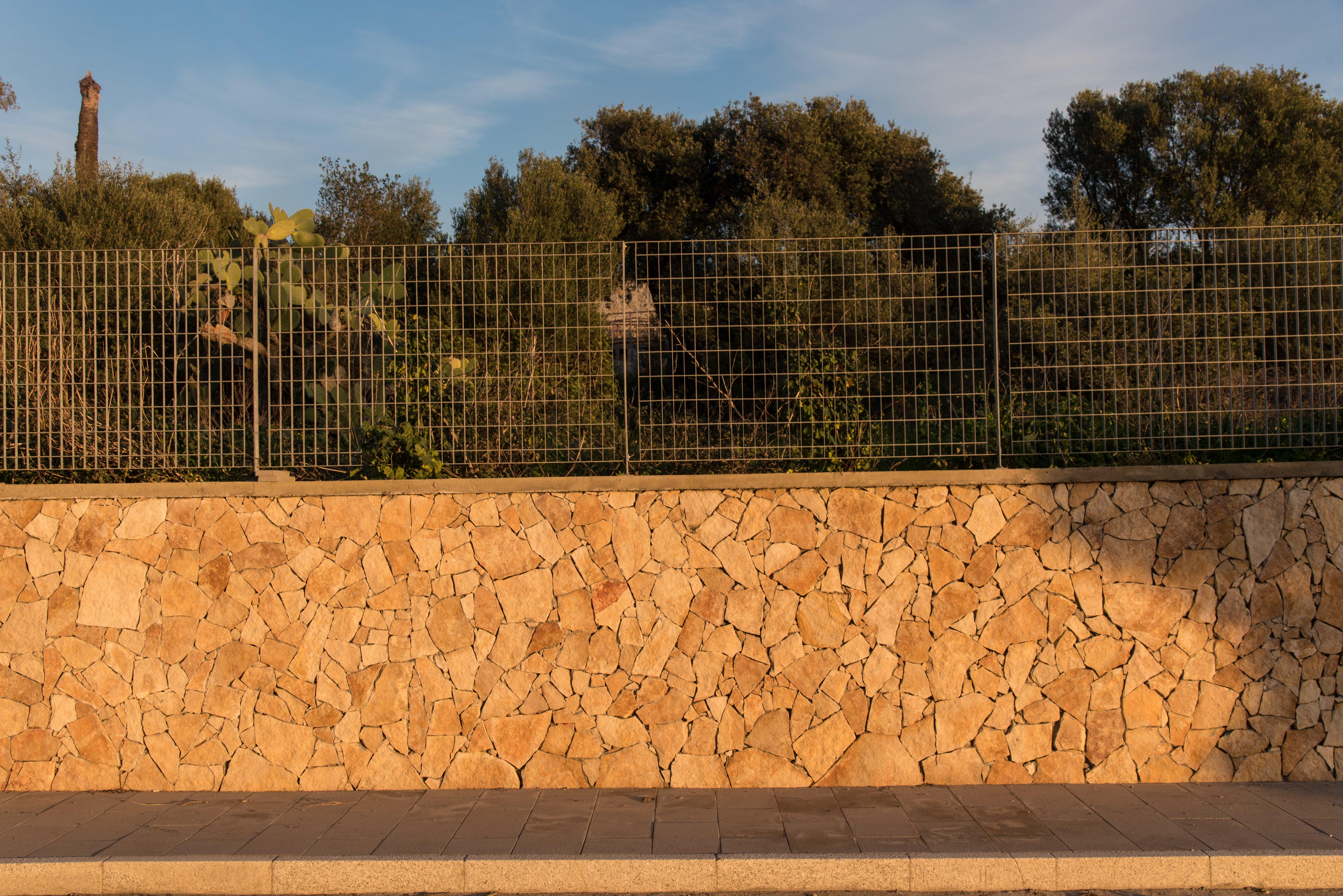 muretto esterno in pietra