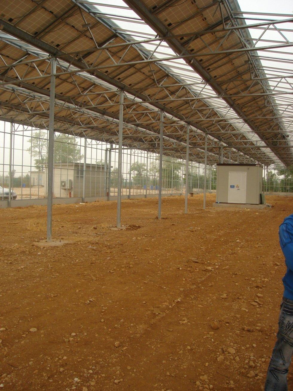 serra con impianto fotovoltaico