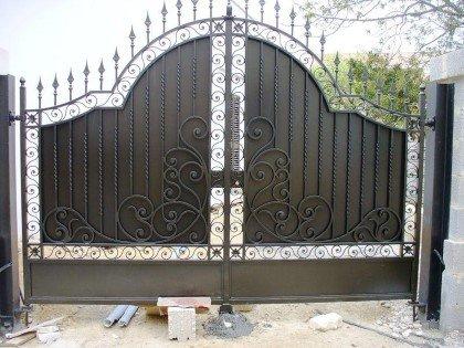 cancello con inferriate
