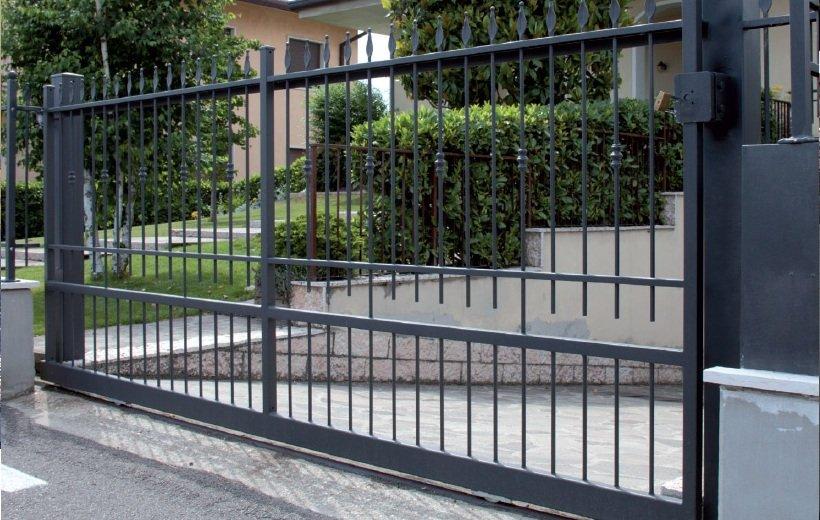 un cancello in ferro